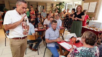 Diaken zegent zomerbar in Tiegembos in