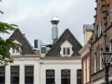 Bekende kok Jonnie Boer zet illegaal joekel van afvoerpijp op monumentaal pand in Zwolle