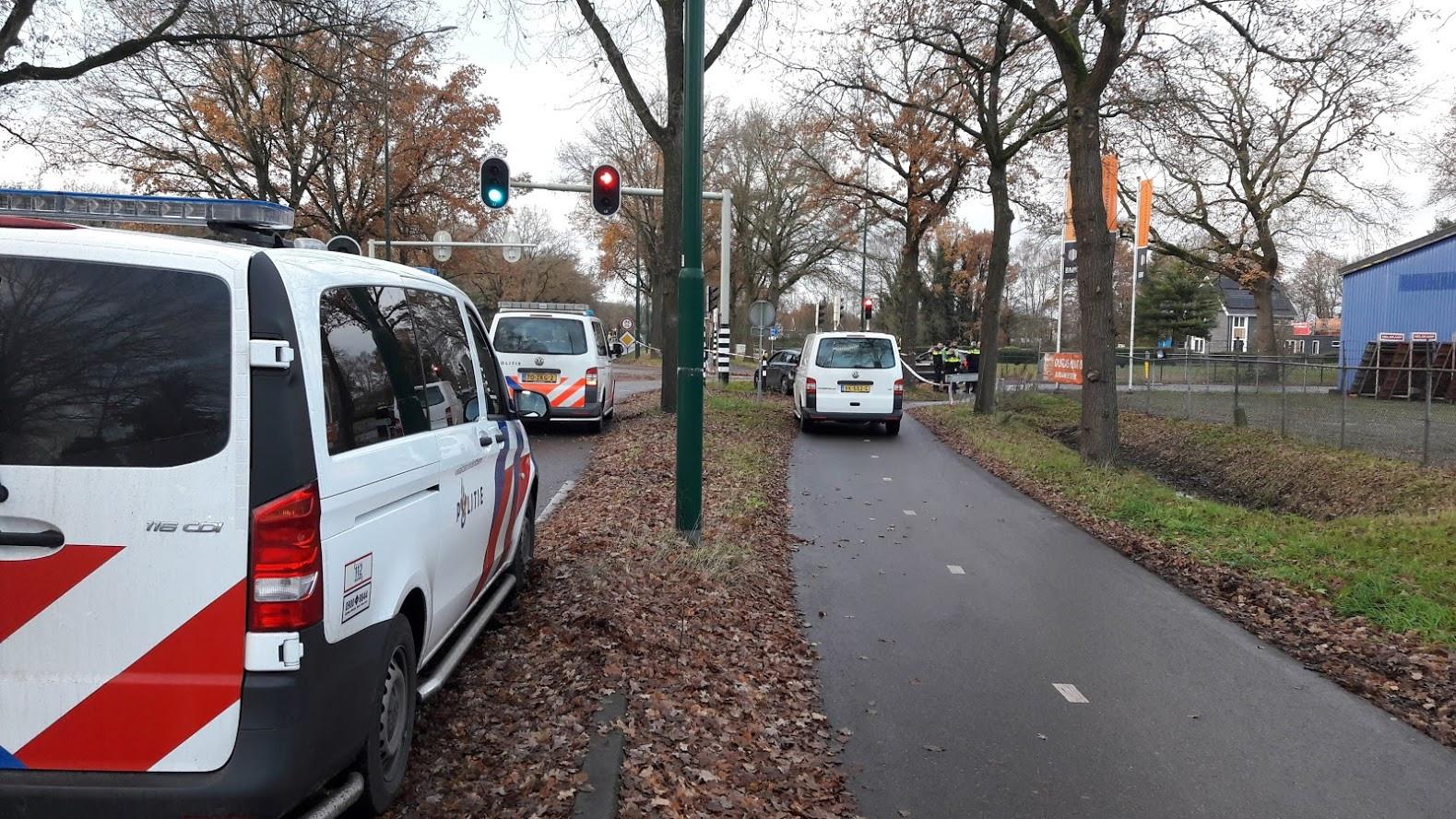De politie onderzoekt een schietpartij op de hoek van de Cuneraweg en Brinkersteeg in Rhenen.
