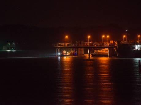 Koperdief neemt tijdens vluchtpoging duik in haven Tholen