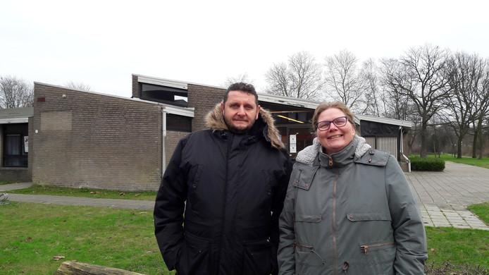 Voorzitter Karina Zegers en secretaris Eric van den Broek van wijkraad Bloemenwijk uit Schijndel.