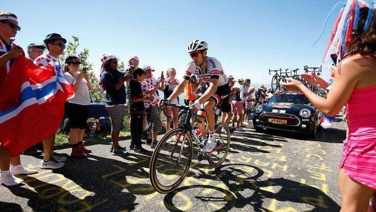 Tom Dumoulin in actie op de beklimming van de Grand Colombier tijdens de vijftiende etappe van de Tour de France. Beeld anp