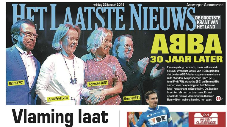 De vier ABBA-leden poseren na 30 jaar voor de foto.