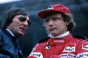 Niki Lauda in gesprek met Bernie Ecclestone.