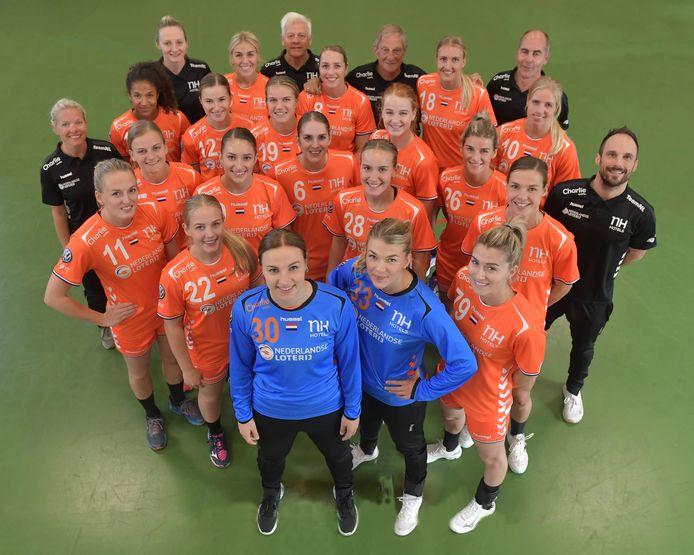 Laura van der Heijden, Inger Smits, Merel Freriks, Rinka Duijndam en Kelly Dulfer moeten in quarantaine omdat drie speelsters en een staflid van de Hongaarse tegenstander Györ positief testten op corona.