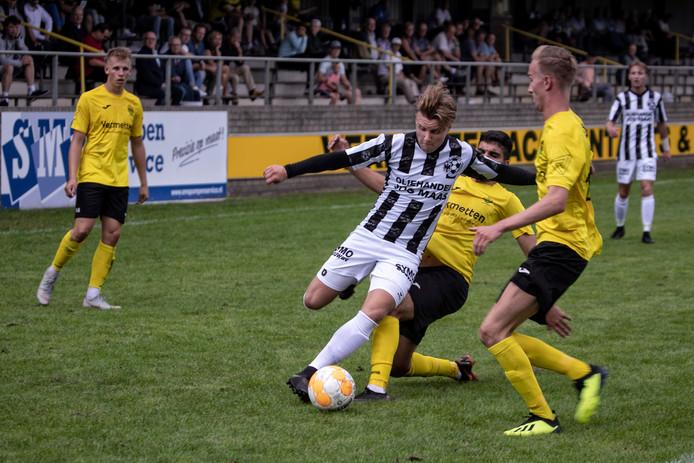 Een sterk spelende Willem den Dekker, tevens maker van het enige doelpunt voor Gemert, weet zich slim vrij te spelen