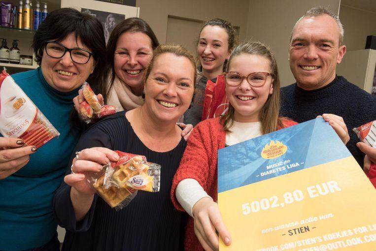 Stien Segers (11) verkocht koekjes ten voordele van de Diabetes Liga.