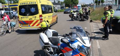 Buschauffeur ziet scooterrijder over het hoofd en rijdt hem aan in Breda