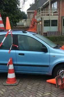 Woerdense vindt haar auto 's ochtends 'versierd' met pylonen terug voor de deur