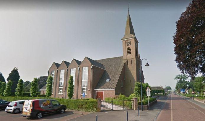 De dorpskerk in Staphorst is qua zitplaatsen een van de grootste van Nederland.