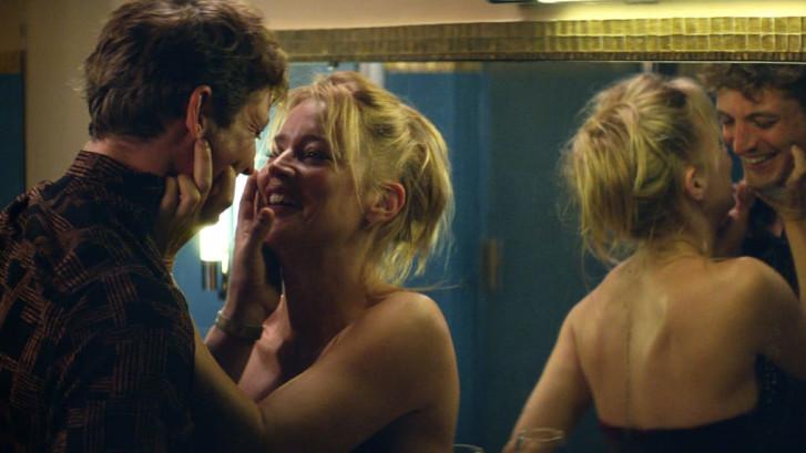 """Virginie Efira nue à l'écran mais dans les bras de son conjoint: """"C'est plus facile"""""""