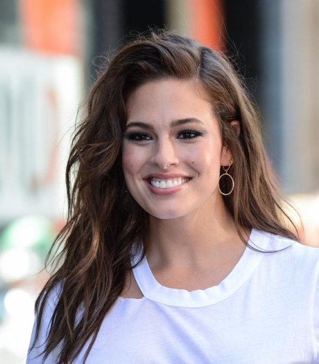 Enceinte, Ashley Graham partage une photo de ses vergetures