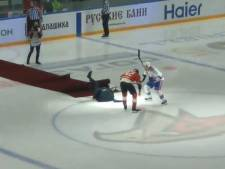 La chute de José Mourinho lors d'un match de hockey en Russie