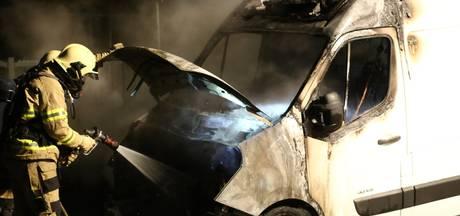Bestelbus gaat in vlammen op in Nijkerk