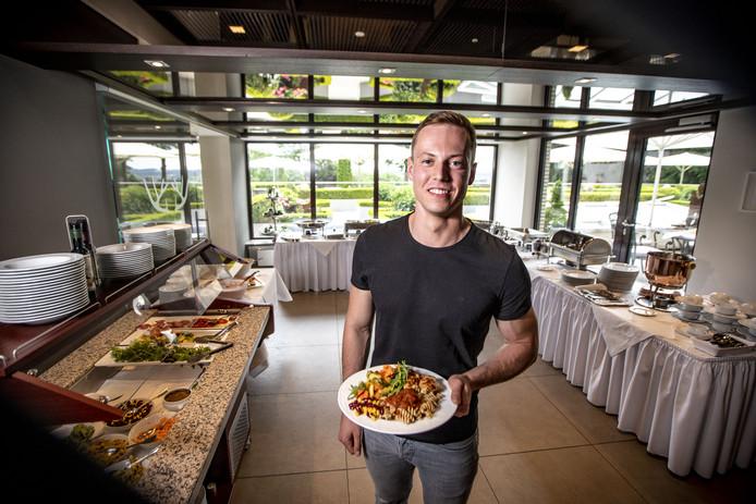 Daan Boersma in het spelershotel in Billerbeck. Veel eten is geen probleem, als het maar gezond is.
