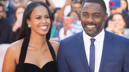 Idris Elba vraagt 16 jaar jongere vriendin ten huwelijk tijdens screening eigen film