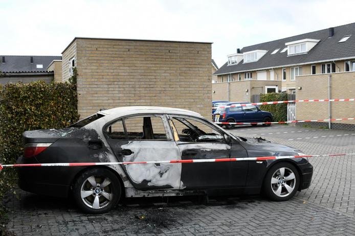 De slachtoffers van de liquidatie, op een parkeerplaats in de Edisonstraat, zijn een 49-jarige man en zijn 23-jarige zoon uit Zoetermeer.