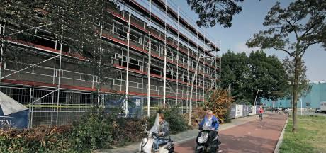 Bouwers toveren oud kantoor in Oss om tot nieuw wooncomplex