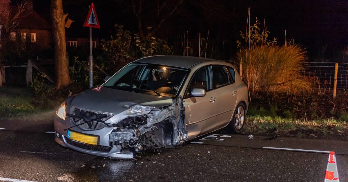 Automobiliste naar het ziekenhuis na forse botsing in Diessen.