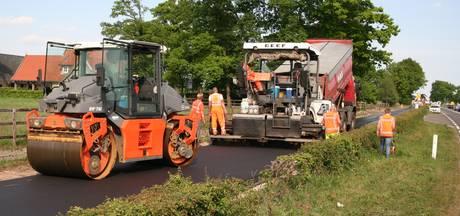 Nieuw asfalt voor parallelweg tussen Weerselo en Oldenzaal
