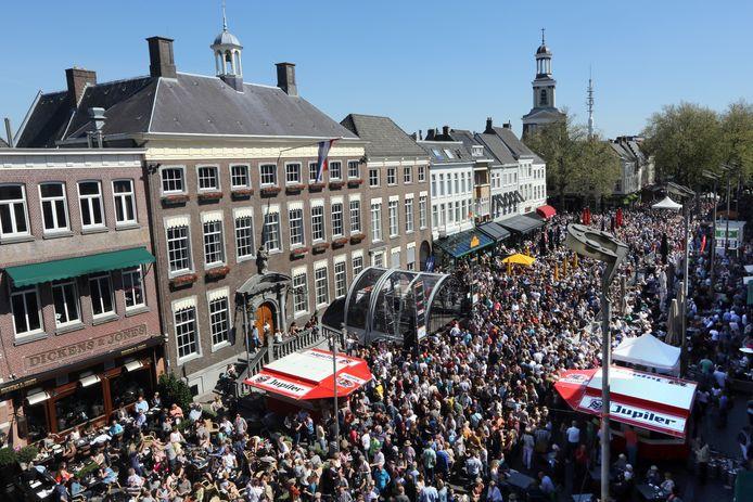 Jazzfestival Breda 2016. Grote Markt Midden. Drukte op het Jazzfestival.