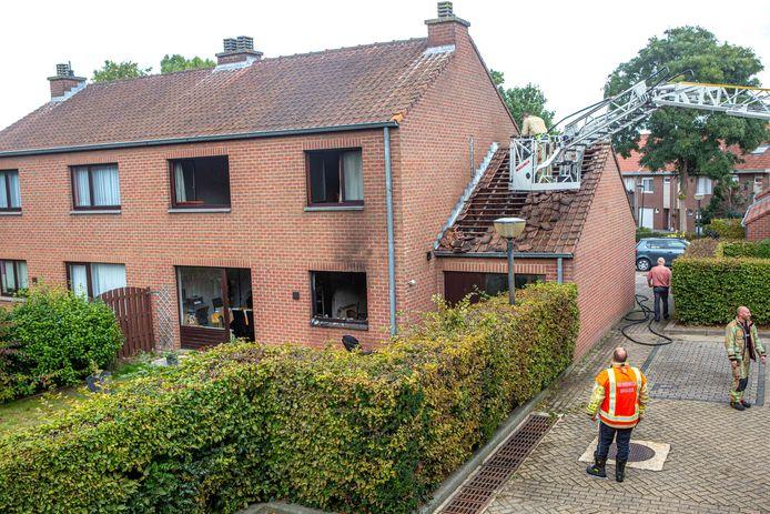 De keuken ging volledig verloren, maar ook in de rest van de woning is er veel schade.