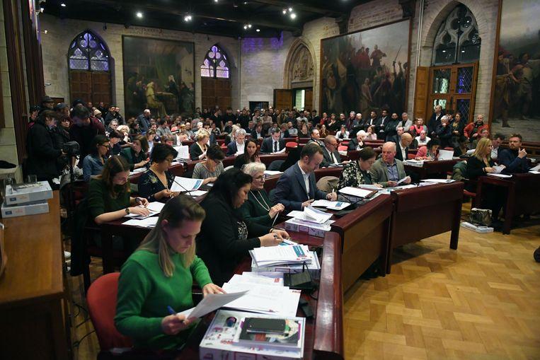 Hoogoplopende discussies in de gemeenteraad in Leuven over de procedure die minister Homans opstartte om de erkenning van de Al Ihsaan-moskee eventueel in te trekken.