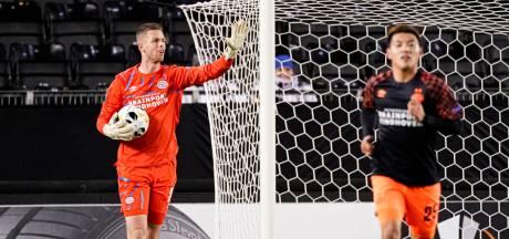 Doelman Ruiter over plotseling debuut voor PSV: 'Gezien de korte voorbereiding ben ik wel tevreden'