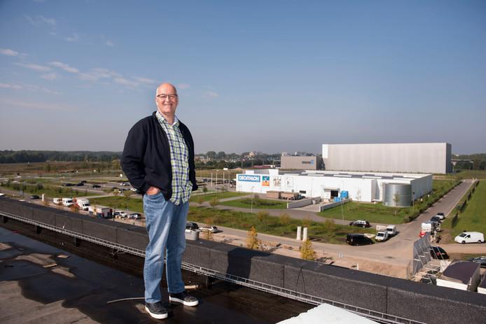 Henry Martens, algemeen directeur Breepark, op het dak van de evenementenhal.