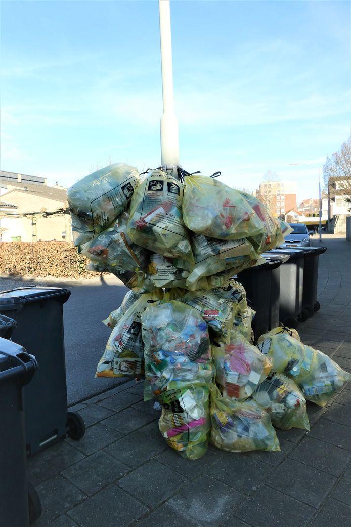 Ophalen van plastic, metaal en drinkkartons (pmd).