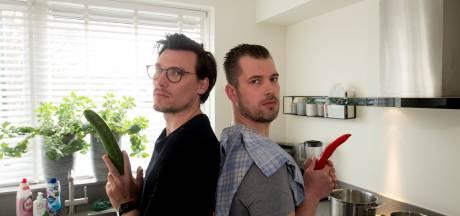 Apeldoornse vrienden maken kookboek: 'Liever een volle buik dan een volle koelkast'