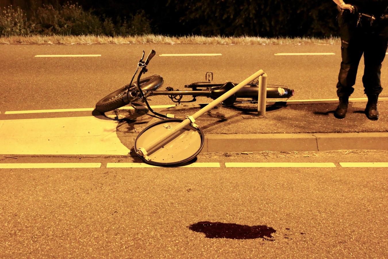 Een man raakte op 14 juli gewond toen hij met een elektrische fiets tegen een paal op de Gaagweg in Schipluiden reed.