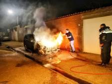 Na periode zonder autobranden is het weer raak in Oss: Opel in vlammen op