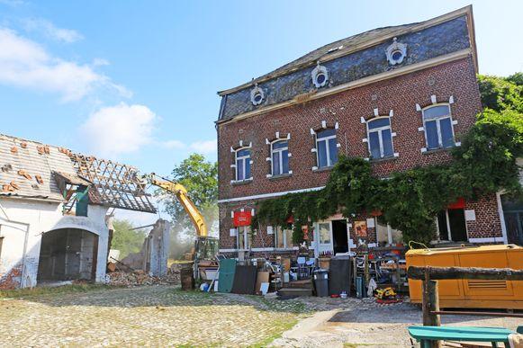 De sloop van het Hof Ter Smissen startte begin augustus. Het statige woonhuis blijft wel overeind.
