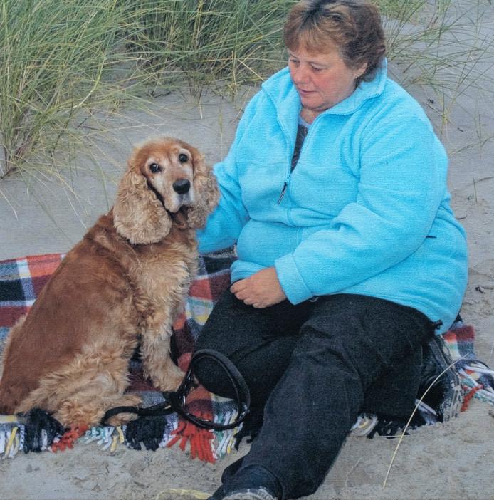 Anne van Mil met hond Lady.