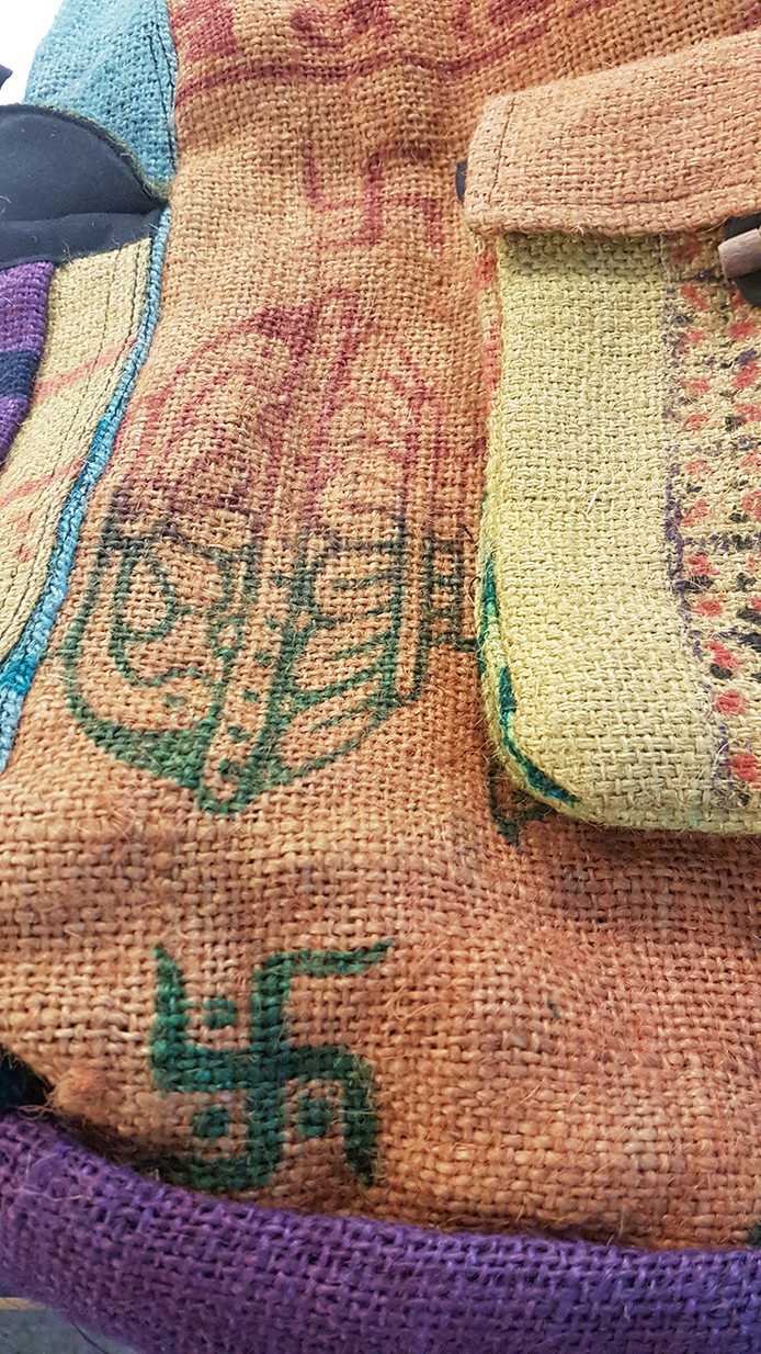 Oeps Zwolse Webshop Verkoopt Nepalese Tassen Met Hakenkruizen
