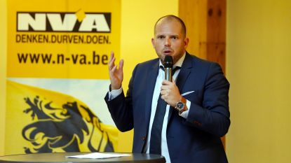 """Francken """"neemt akte"""" van voordracht Vlaams Belang-lijsttrekker Dries Van Langenhove"""