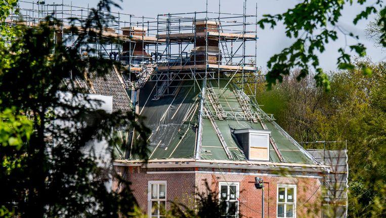 Paleis Huis ten Bosch staat in de steigers wegens een verbouwing. Beeld null