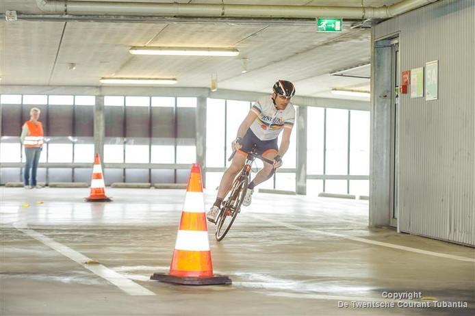 Wielerwedstrijd Col De Beurs in parkeergarage De Beurs.