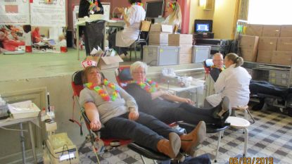 """Een op tien mensen is bloeddonor in Bever, en nu weten we waarom: helikoptervluchten, barbecues, death rides: """"Bloed geven is hier een volksfeest"""""""