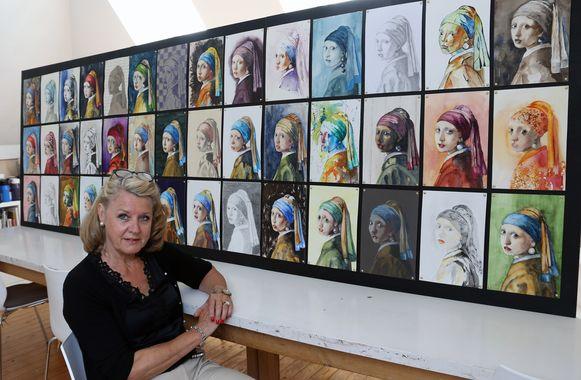 Marianne Van Boxtel bij het kunstwerk.