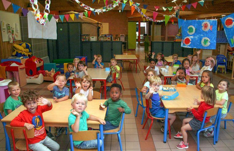 Kindjes in kinderdagverblijf Driekoningen, waar de renovatiewerken al vijf maanden langer duren dan gepland.