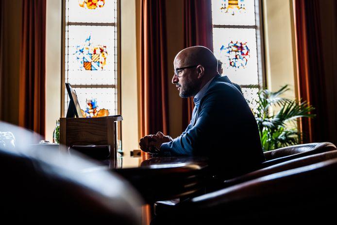 Burgemeester Ahmed Marcouch in zijn werkkamer in het Duivelshuis in Arnhem.