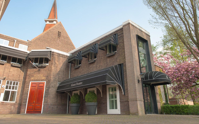 """,,De kapel is een stukje verborgen Tilburg, binnen de ringbanen en super historisch. Een hoge zaal met glas-in-lood en de dj staat in het middenschip."""""""