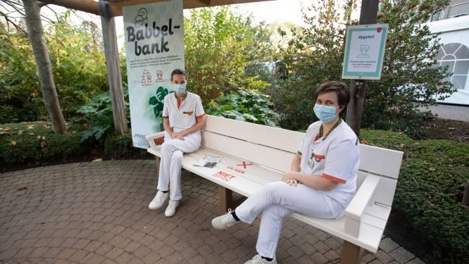 Jessa Ziekenhuis plaatst babbelbank om eenzaamheid tegen te gaan