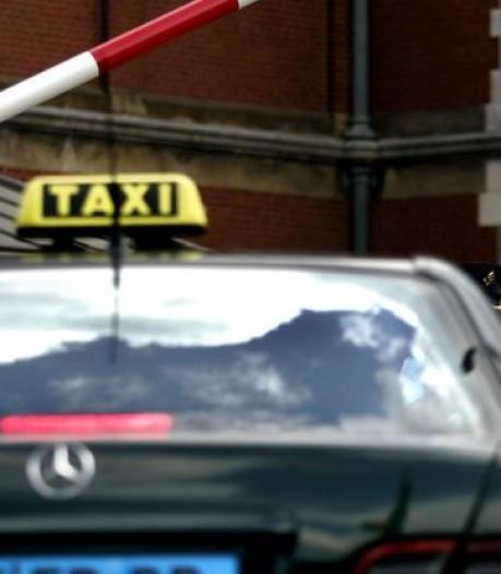 Kabinet in gesprek met Amsterdam over taxi-ongelukken
