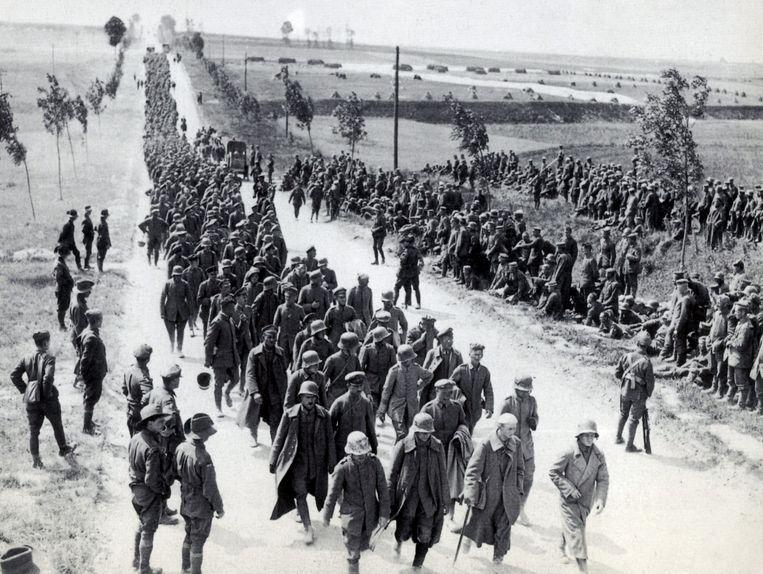 Na afloop worden duizenden Duitse soldaten gevangengenomen en naar een kamp in de buurt van Amiens gebracht.