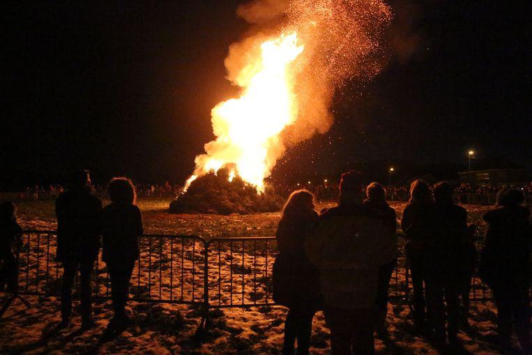 De kerstboomverbranding in Drogenbos wordt afgelast omdat er slecht weer voorspeld wordt.