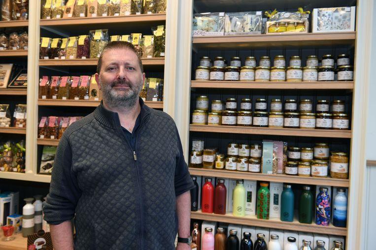 Johan Van Roost van Brown Betty is de reddende engel van dienst voor Weyn's Honing.