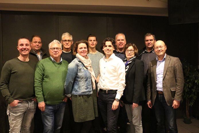 De nummers 1 tot en met 11 op de PNL-kandidatenlijst bij de verkiezingen van vorig jaar, met vooraan (in witte blouse) Bowen Straatman. Rechts van hem Ria van der Zanden en daarnaast Hans Vereijken.